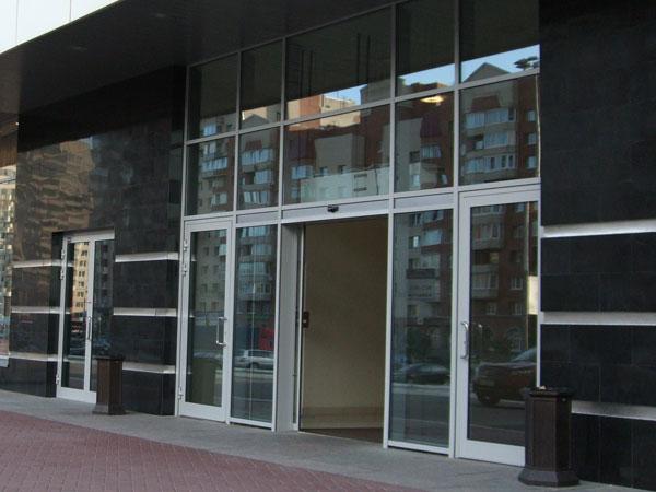 ширина входной двери в торговый центр